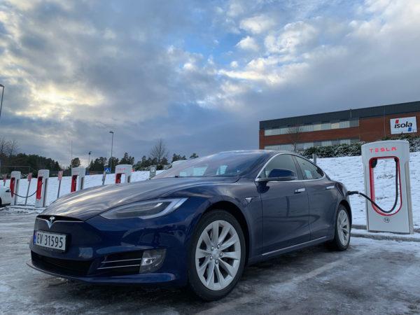 Nå lader innstegsmodellen av Tesla Model 3 mye kjappere med